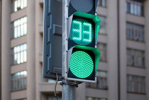 В Твери на некоторых улицах установят дополнительные светофоры и пешеходные ограждения