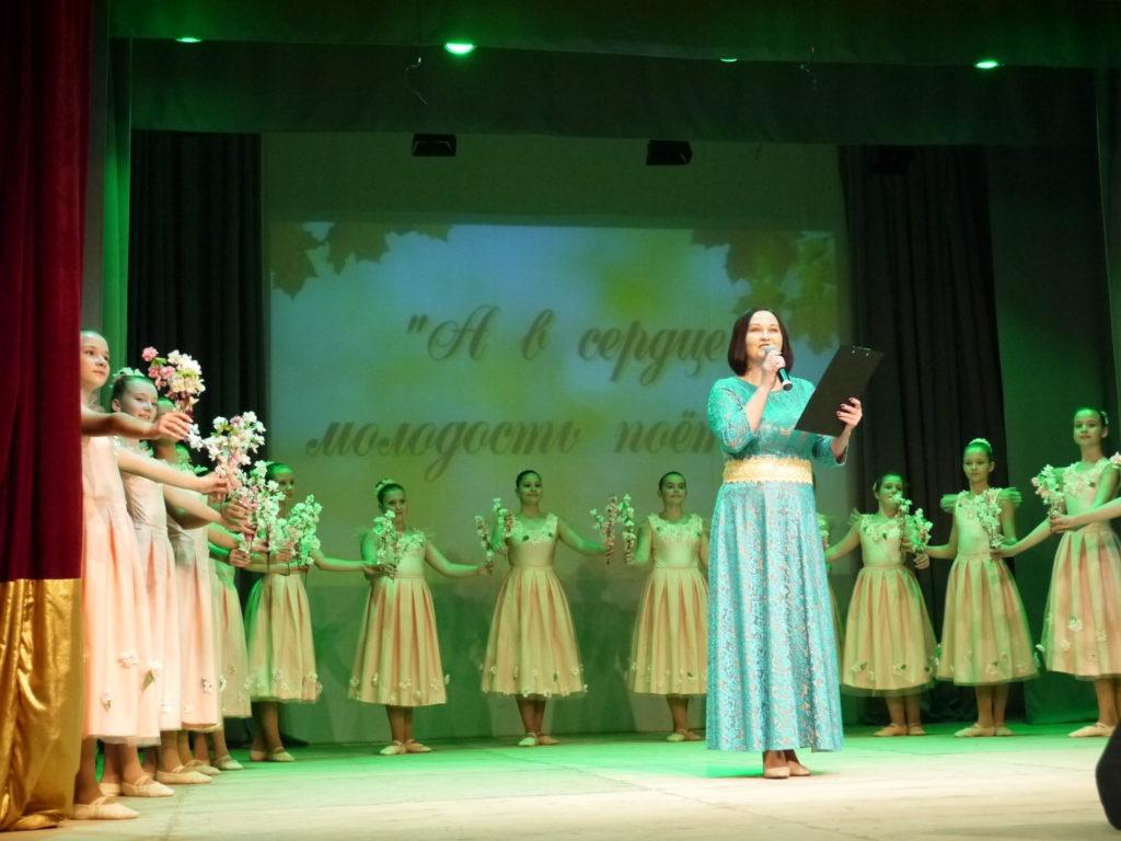 В Тверском областном Доме народного творчества прошел концерт «А в сердцемолодостьпоёт…»