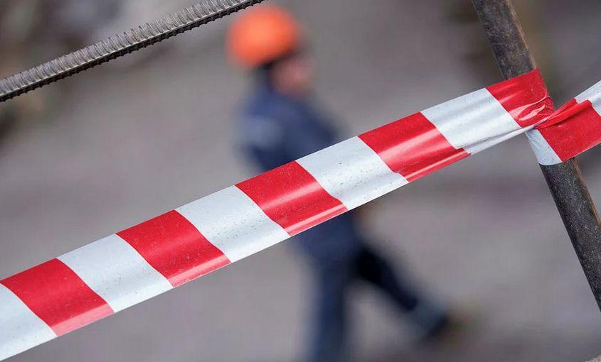 На стройплощадке в Твери в подвал провалился 14-летний мальчик: ребенка доставили в реанимацию