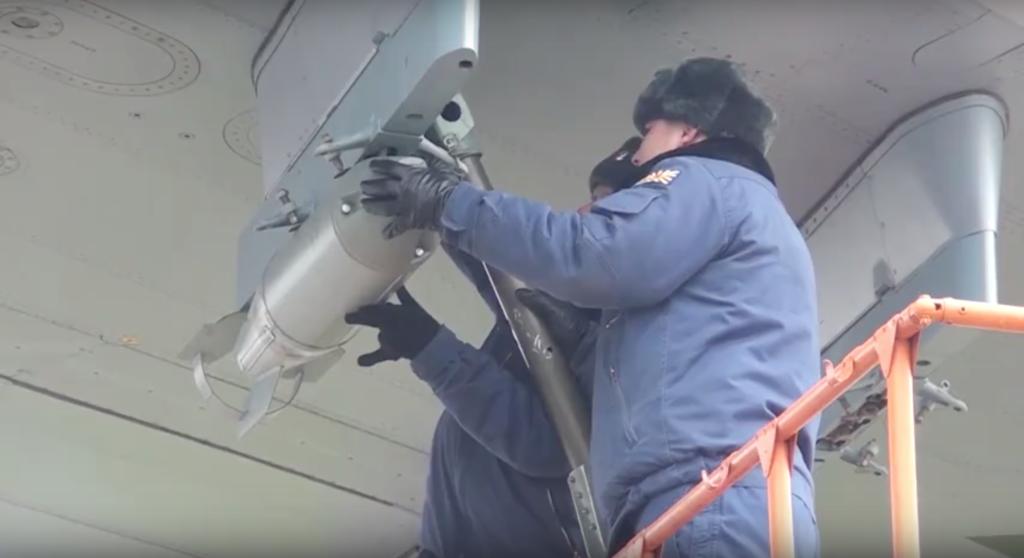 Лётчики сбрасывали бомбы и стреляли из пулемётов на учениях в Тверской области