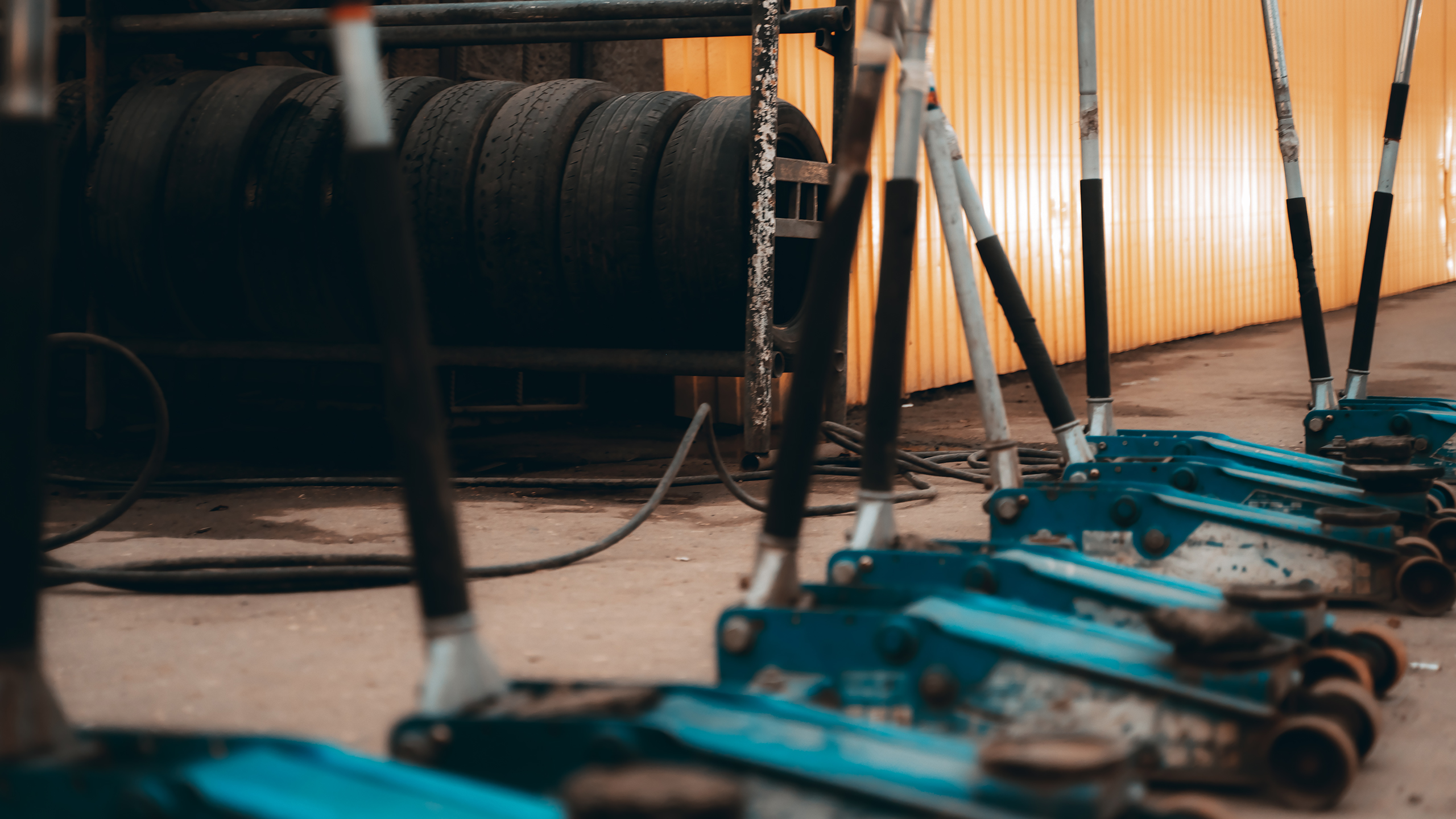 Готовь резину к холодам: как тверскому автомобилисту правильно выбирать и хранить шины