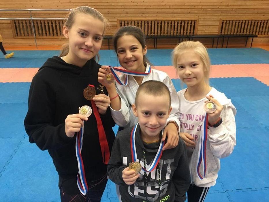 Каратисты из Тверской области привезли золото и бронзу Кубка Московской области