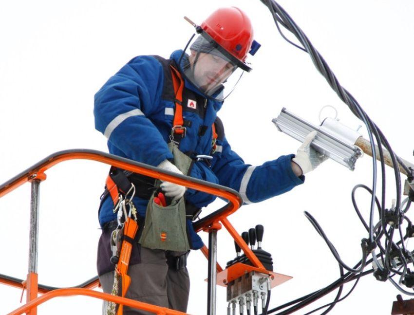 Тверские энергетики модернизирует систему уличного освещения в селе Каблуково