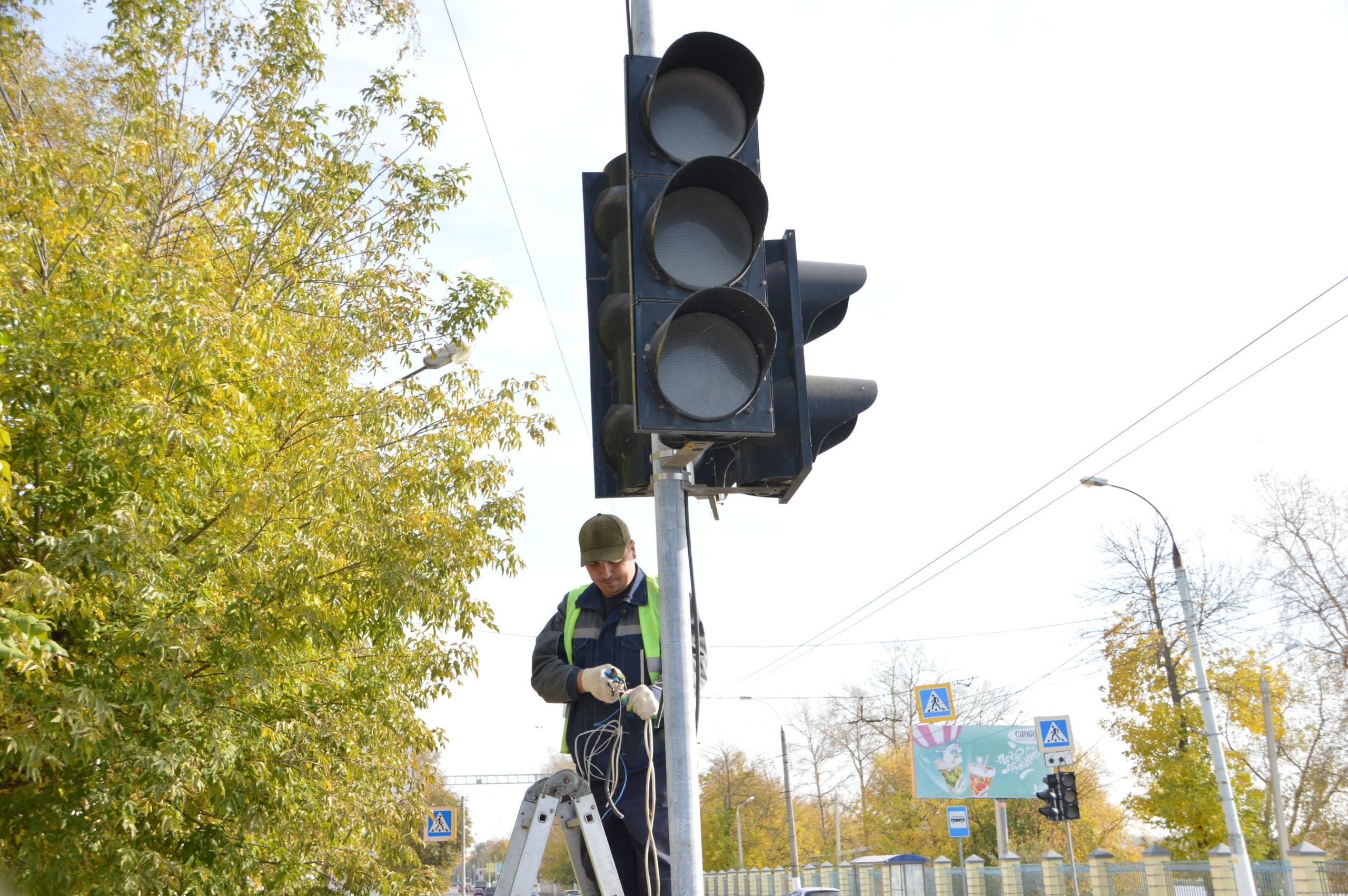 Жалобы услышаны: новый светофор в Заволжье отладят под водителей