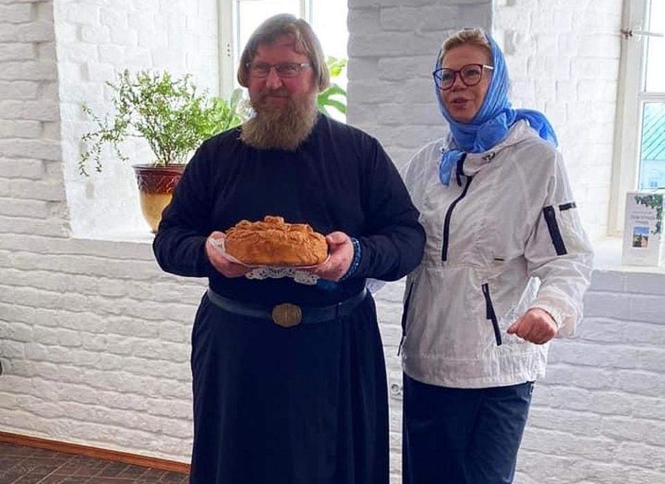 Известная телеведущая Ника Ганич оценила монастырскую кухню Нило-Столобенской пустыни