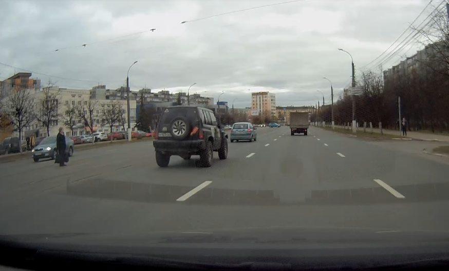 Глупые и опасные: пешеходы-нарушители попали на видеорегистратор в Твери