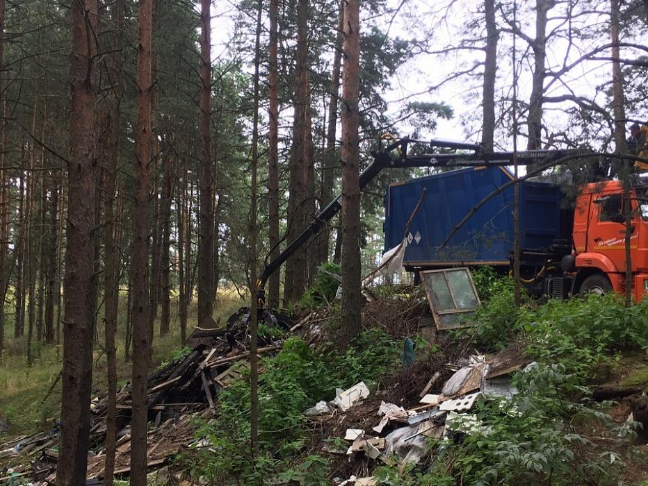 В Конаковском районе убирают стихийные свалки, где мусор копился десятилетиями