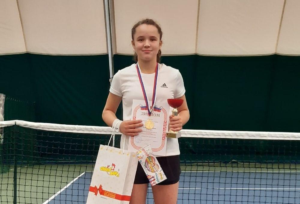 Спортсменка из Вышнего Волочка завоевала золото на первенстве Тверской области по большому теннису