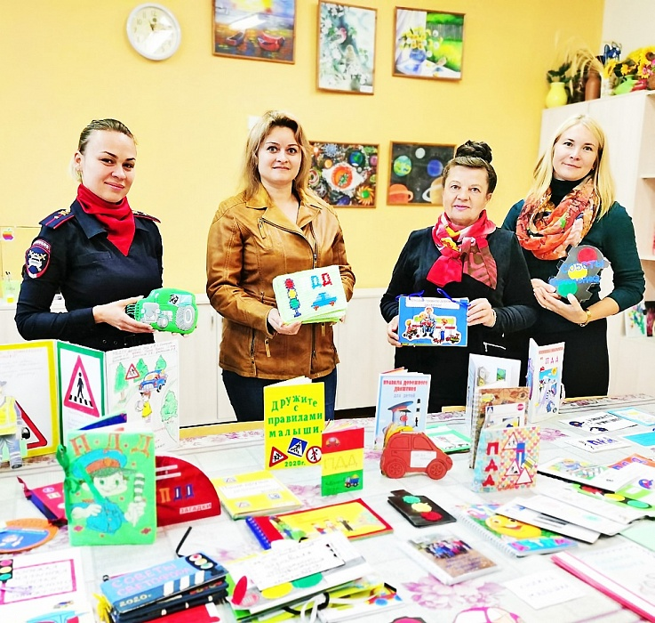Взрослые и дети в Конаковском районе создали книжки-малышки по ПДД