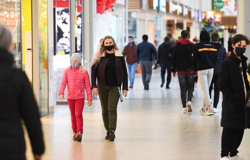 В крупном торговом центре Твери провели масочный рейд