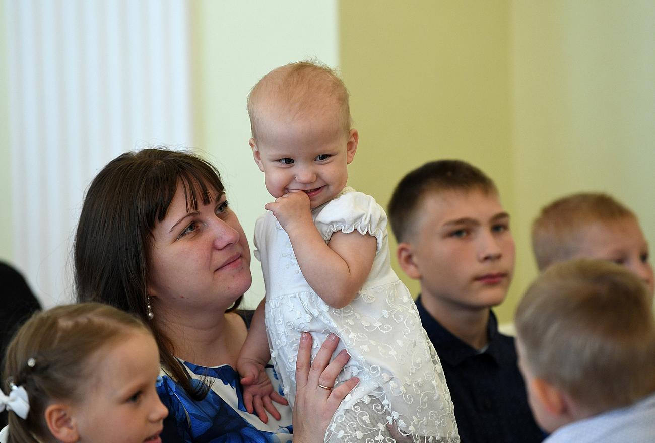 В Тверской области почти 7300 семей получают выплаты за рождение первого ребенка