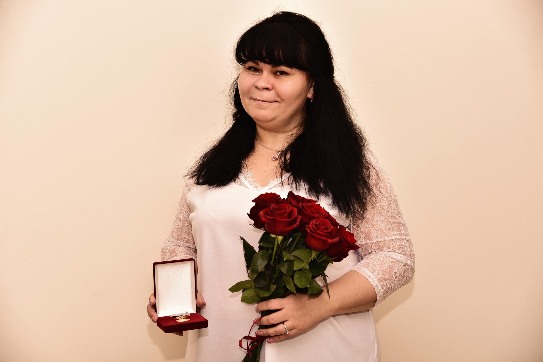 Почётного знака «Слава матери» удостоена жительница Твери Наталья Букатина