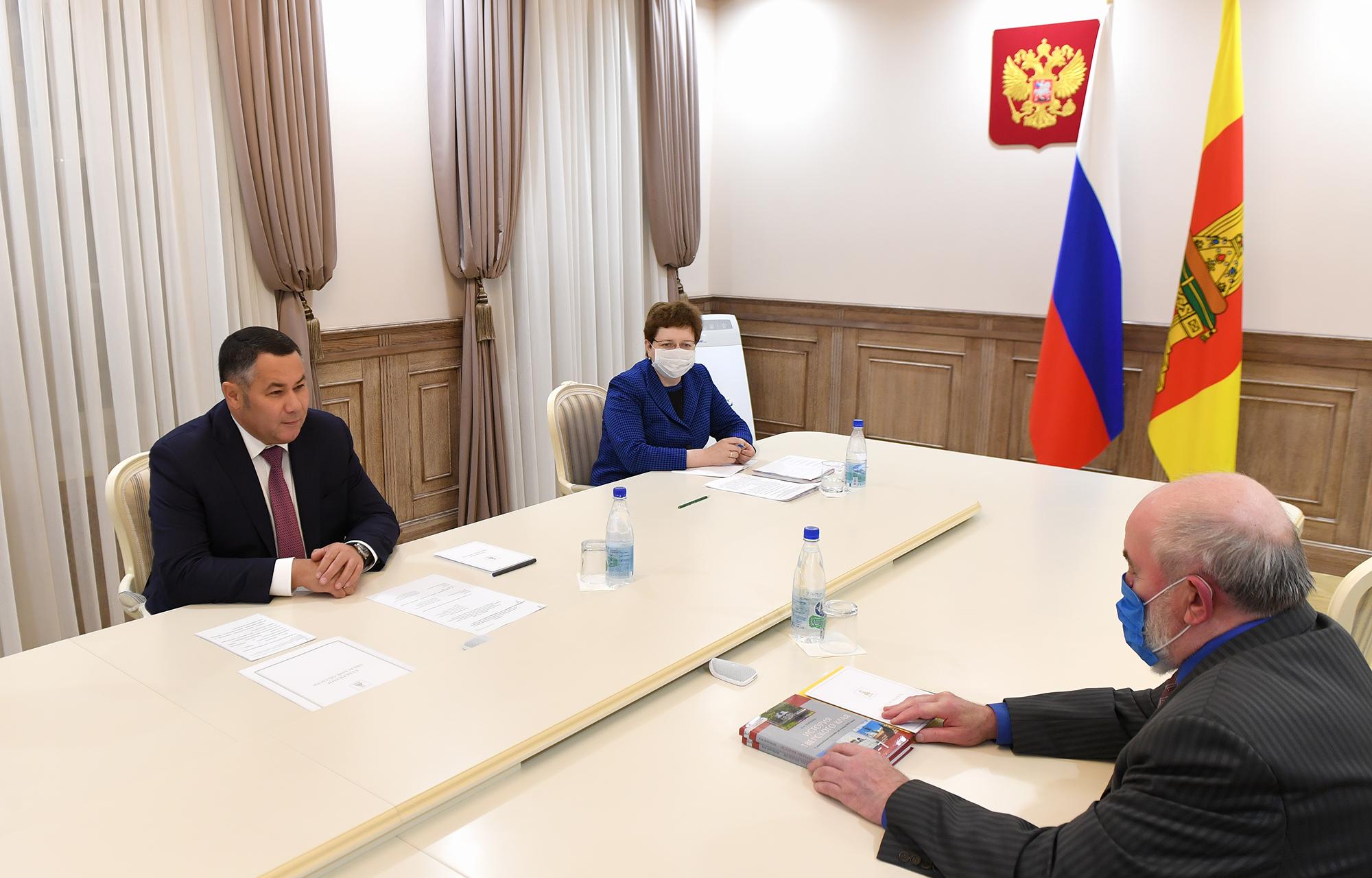 Губернатор Игорь Руденя провел встречу с краеведом Вячеславом Воробьевым