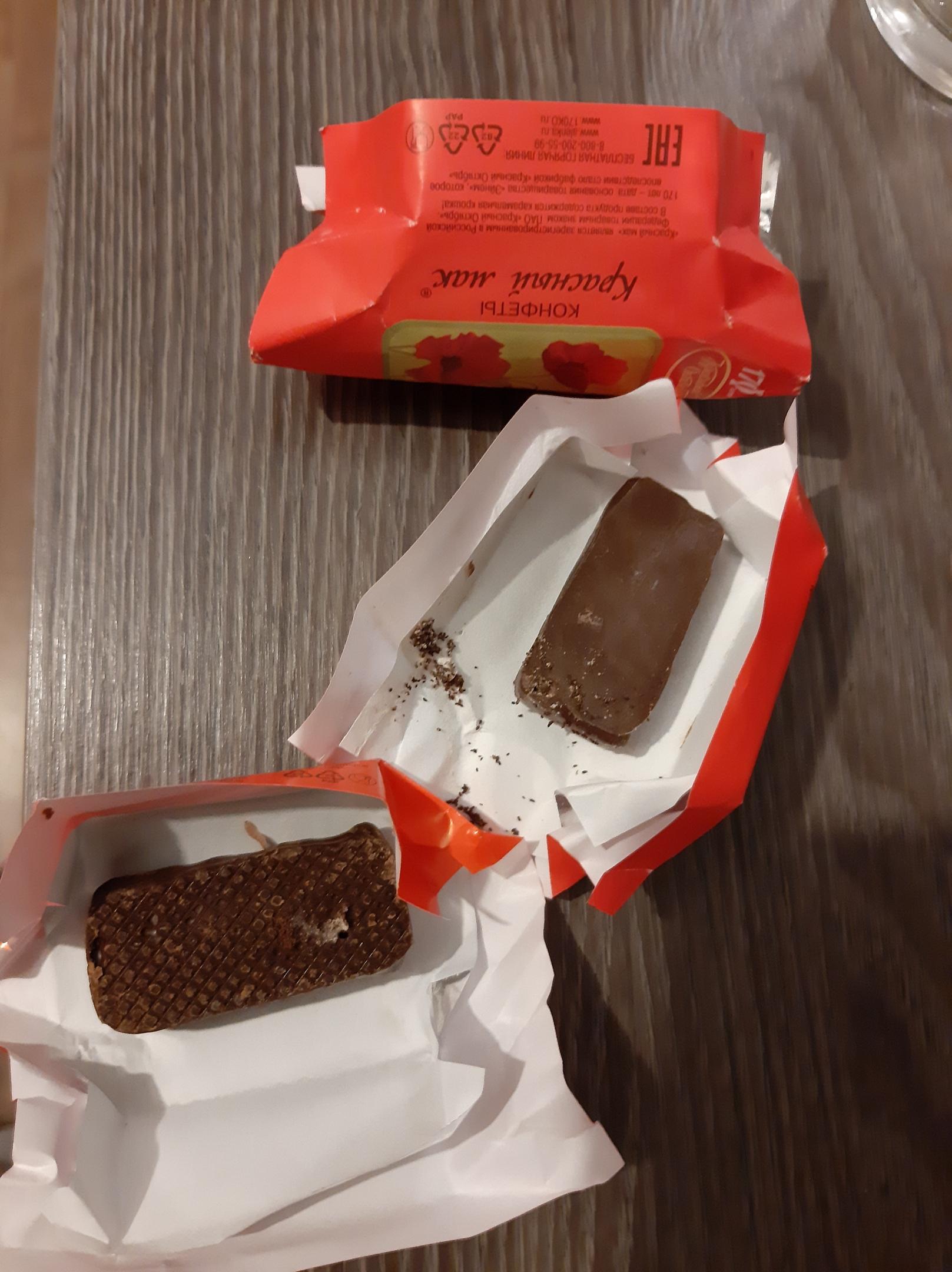 В Твери женщина нашла в купленных конфетах червя