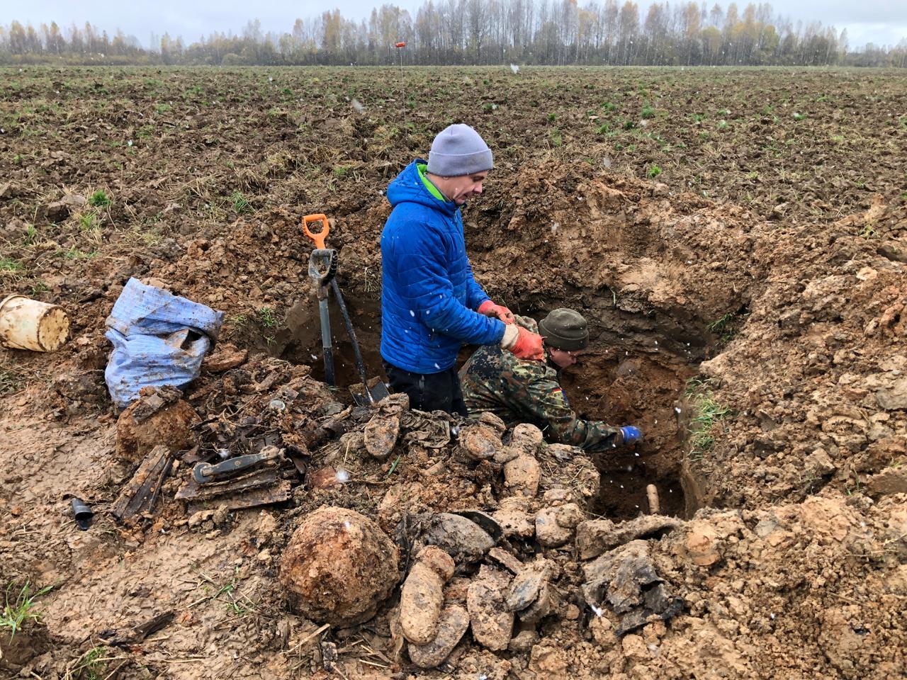 Подо Ржевом обнаружили останки неизвестных красноармейцев