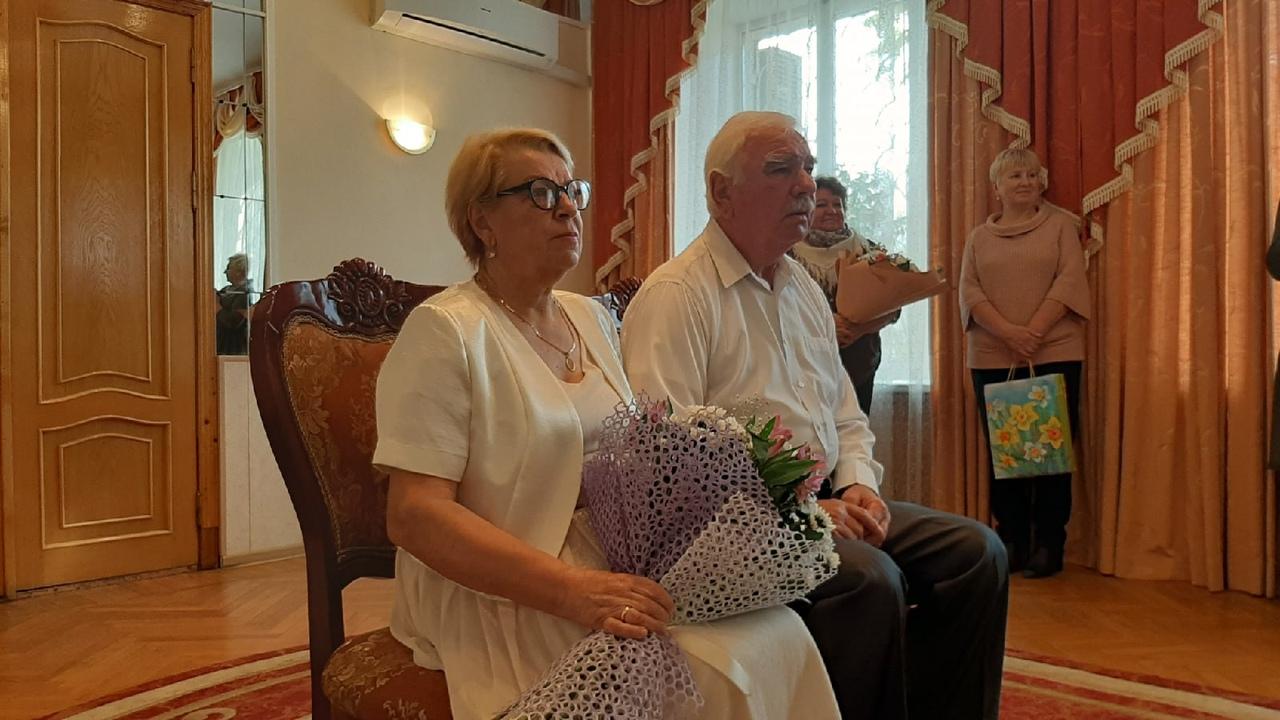 В Ржевском районе супружескую пару поздравили с золотой свадьбой