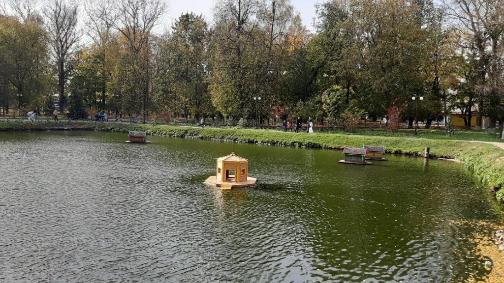 В Ржеве спустили на воду плавающий домик для уточек, изготовленный в ИК-7