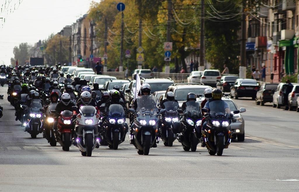 Студентам колледжа в Тверской области вручили благодарности от мотоциклистов