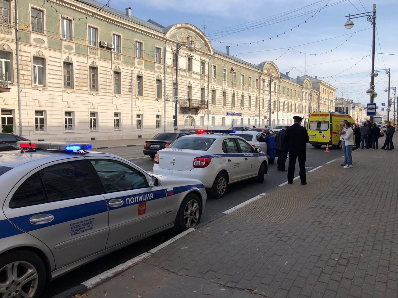 В Твери возле горсада на переходе сбили женщину