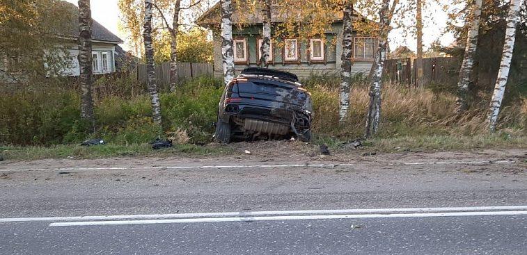 Деньги на ветер: лихач разбил дорогостоящий спорткар в Тверской области