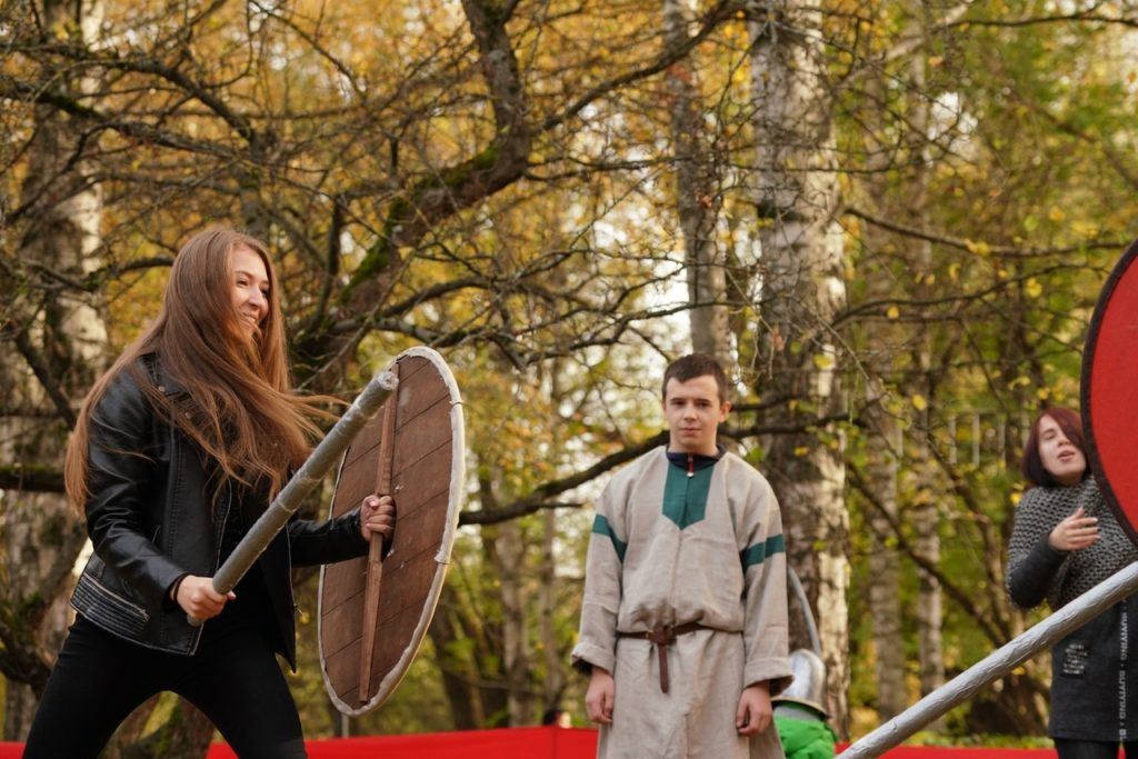 Фото хоровода и золотой осени: Покров отпраздновали в Парке Победы Твери