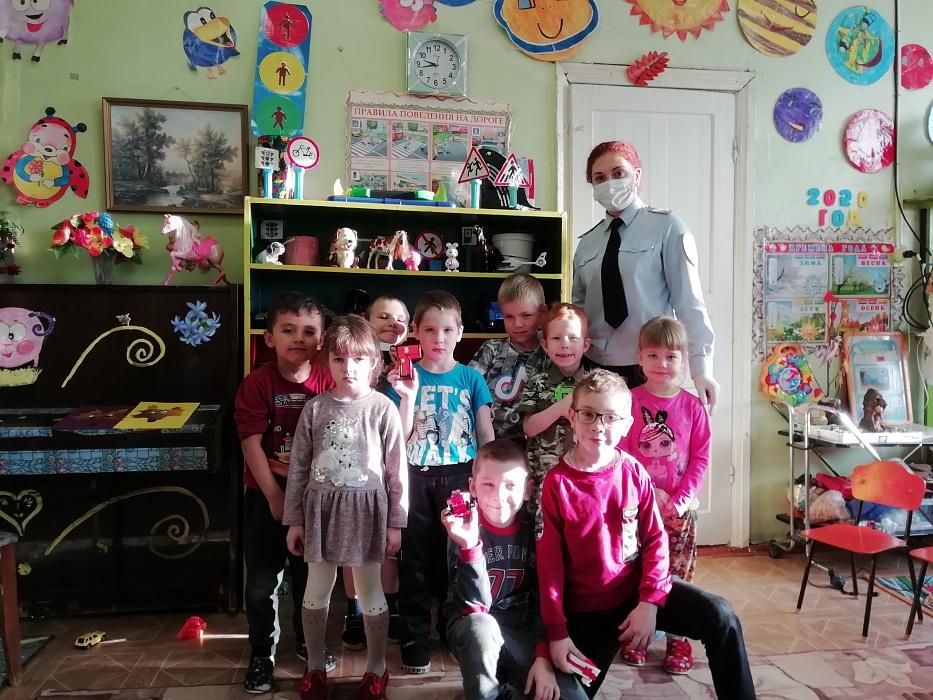 В районе Тверской области автоинспекторы провели занятия в детских садах