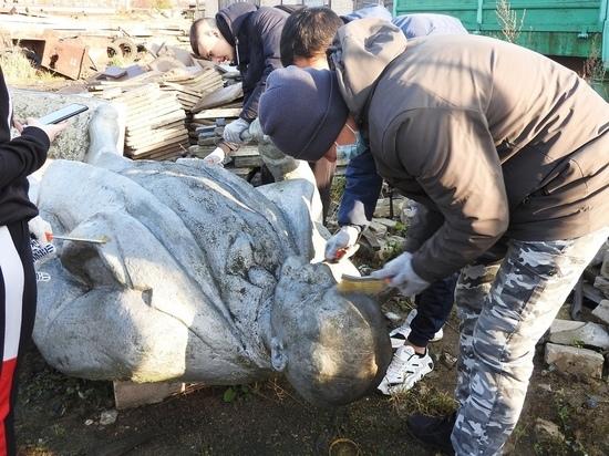 Тверские волонтеры привели в порядок памятник Ленину