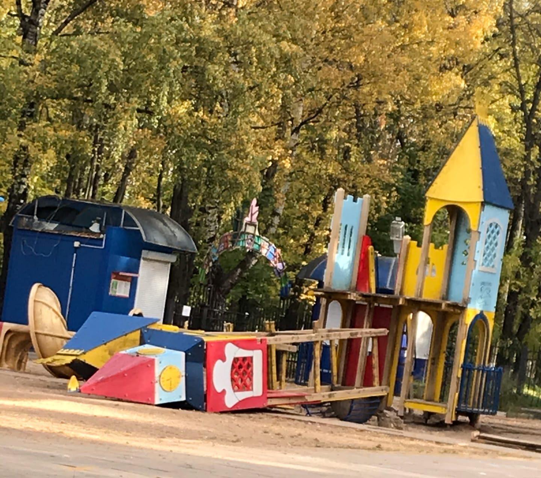 Аварийную башню на детской площадке в Твери разберут на части