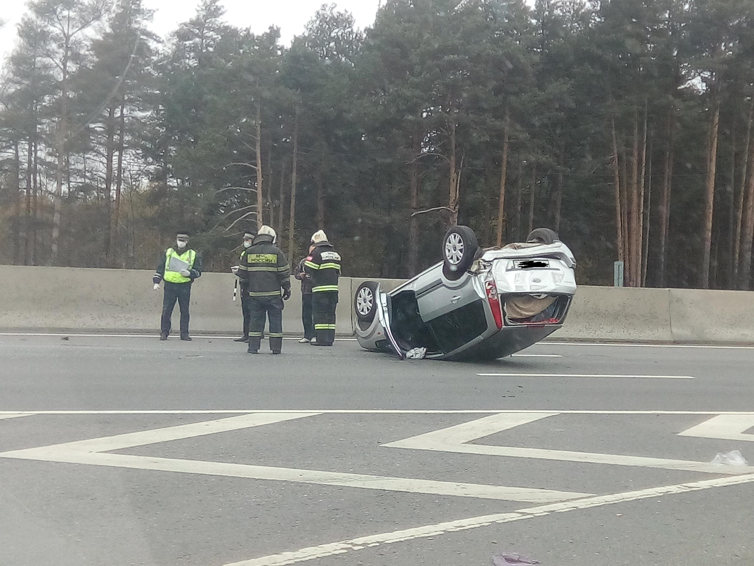 На трассе М-10 под Тверью в ДТП с «перевертышем» пострадали две женщины