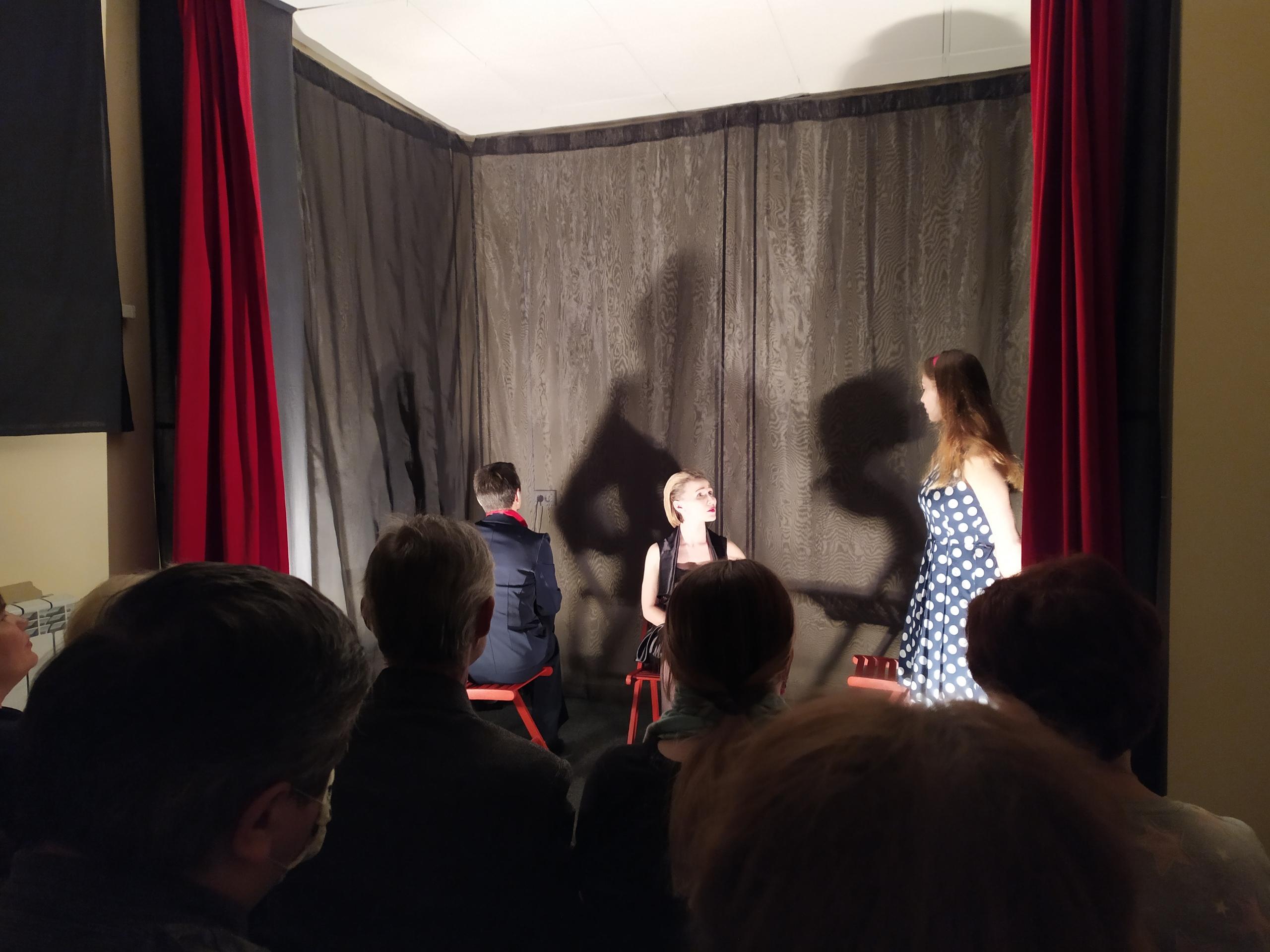 Назло коронавирусу: любительский театр дал премьеру сложного спектакля в Твери