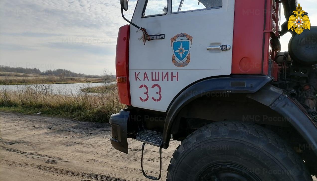 В Тверской области спасатели достали из воды тело мужчины