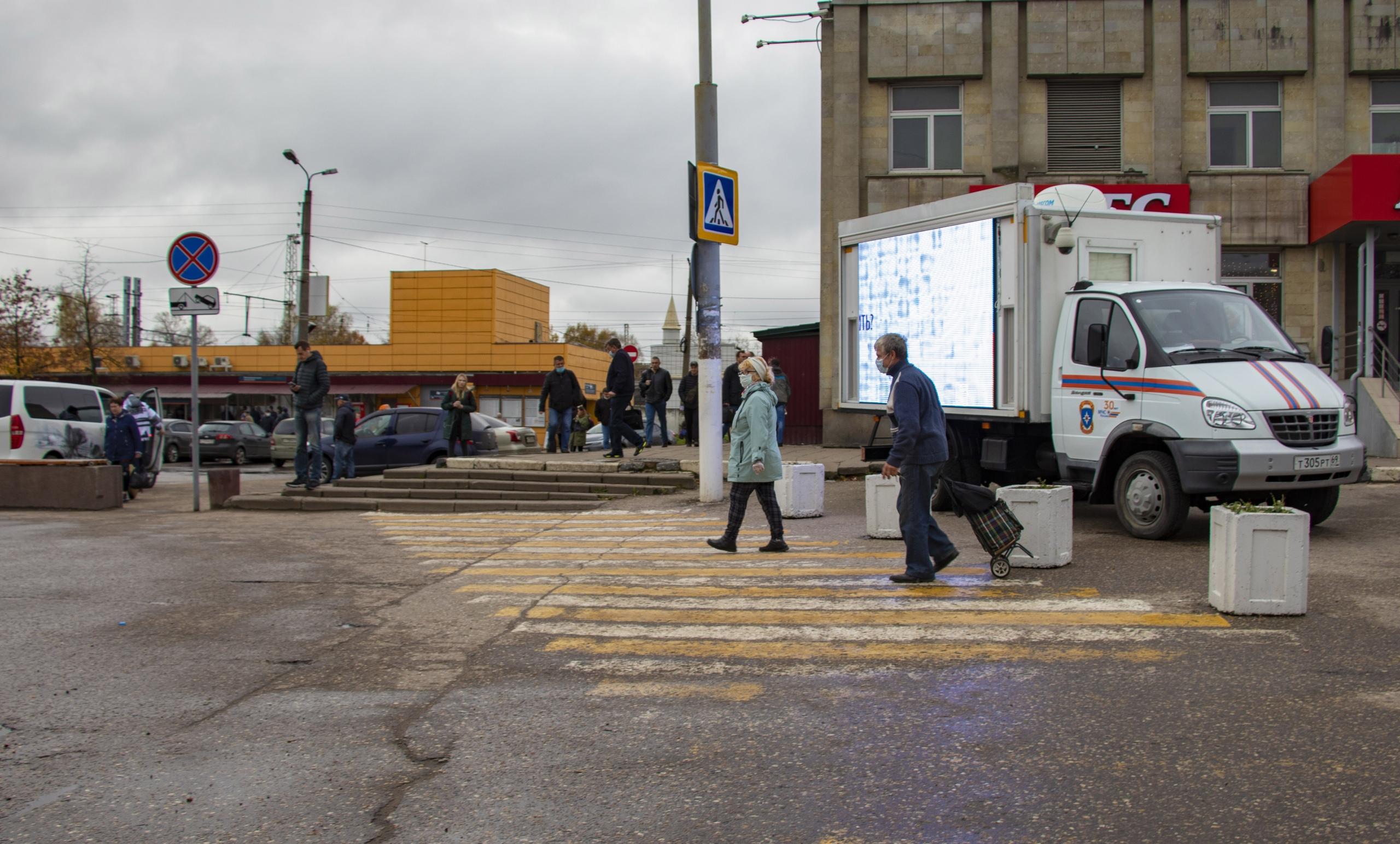 По Твери курсирует мобильный комплекс, который информирует жителей о коронавирусе