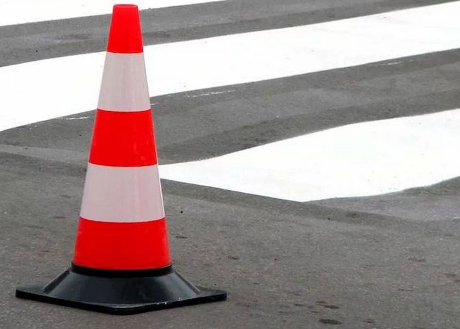 В Твери 18-летняя девушка попала под колеса кроссовера