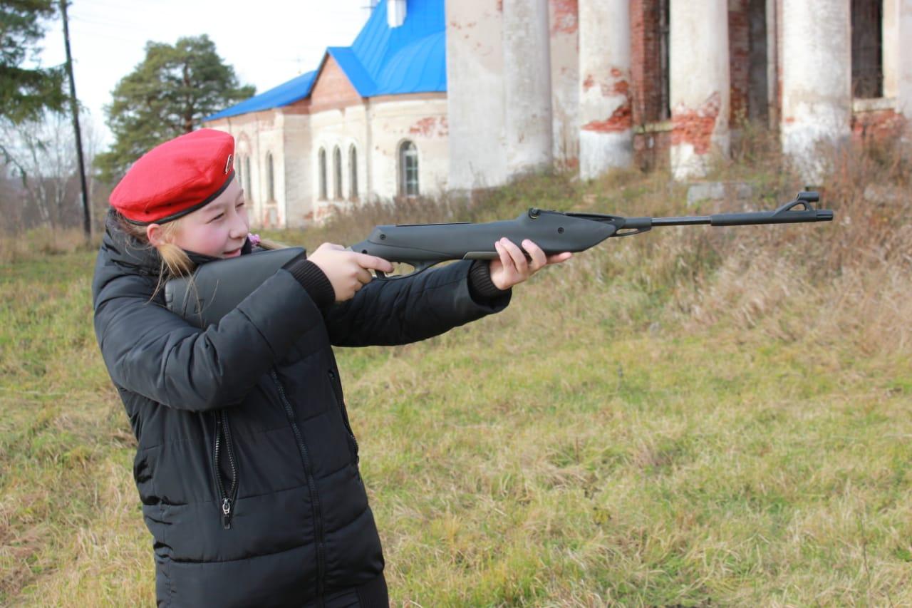 В Лихославльском районе юнармейцы преодолевали марш-бросок и стреляли из винтовки