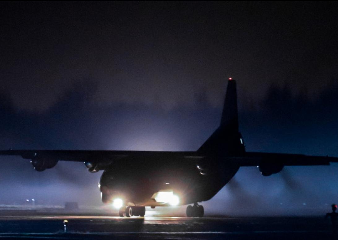 В Тверской области военно-транспортные самолеты провели ночные учения
