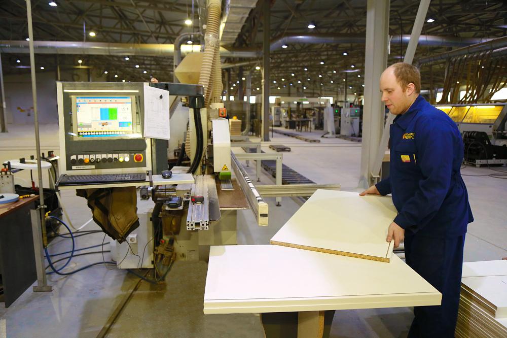 Мебельная фабрика в Торопце подписала договор с крупнейшим американским холдингом