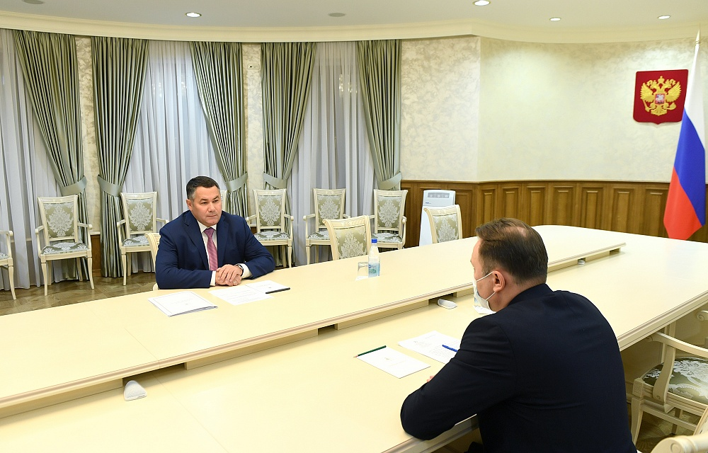 Губернатор обсудил с главой Бологовского района ремонт дорог
