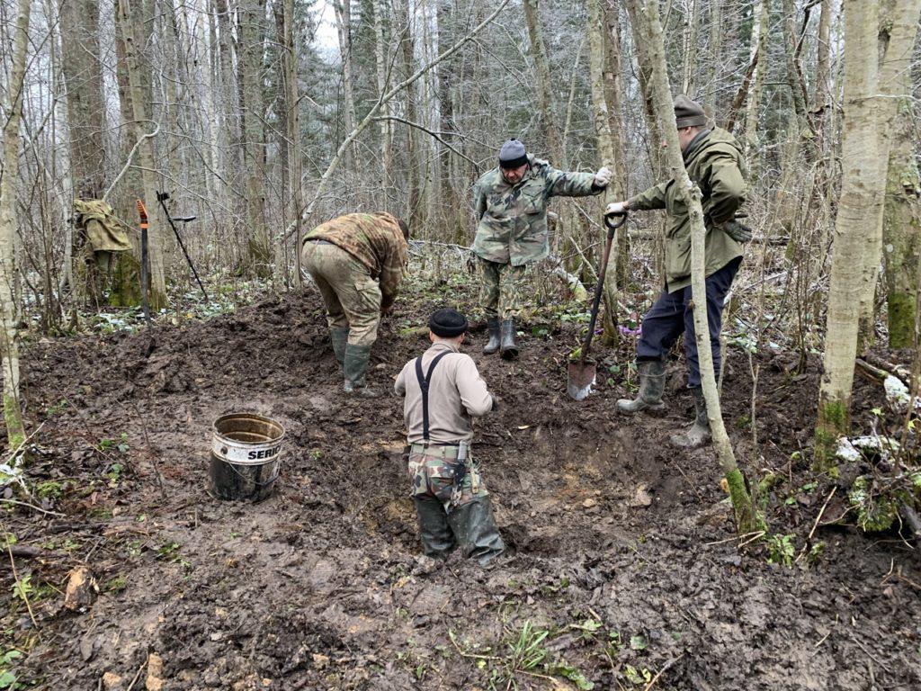 Останки красноармейцев в Тверской области нашли по солдатским кружкам