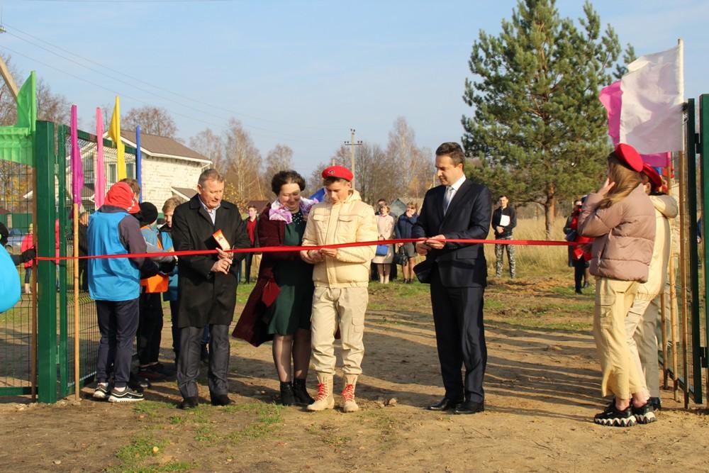 В Жарковском торжественно открыли благоустроенный стадион