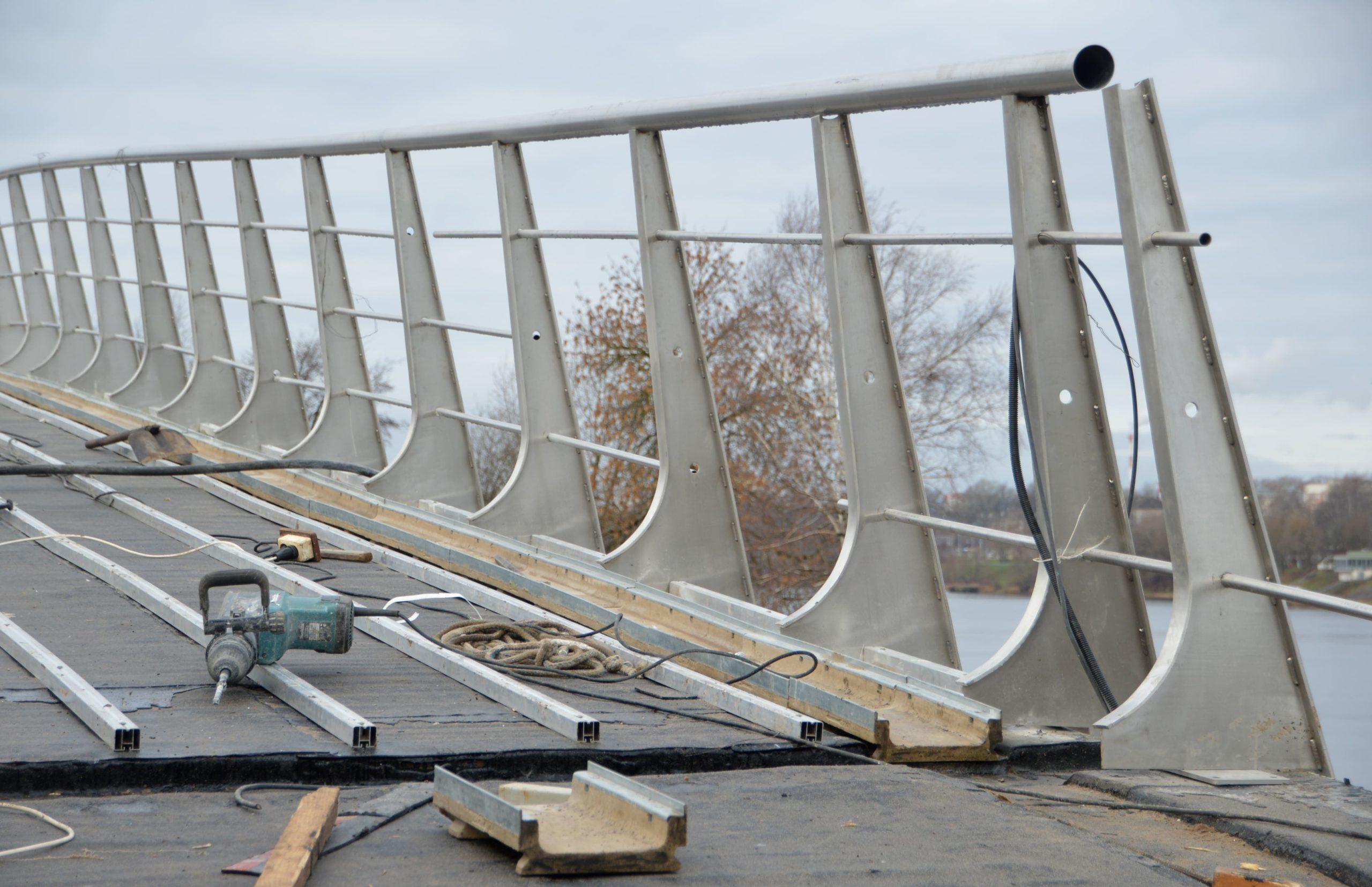 Работы на пешеходном мосту через Тьмаку в Твери вышли на финишную прямую