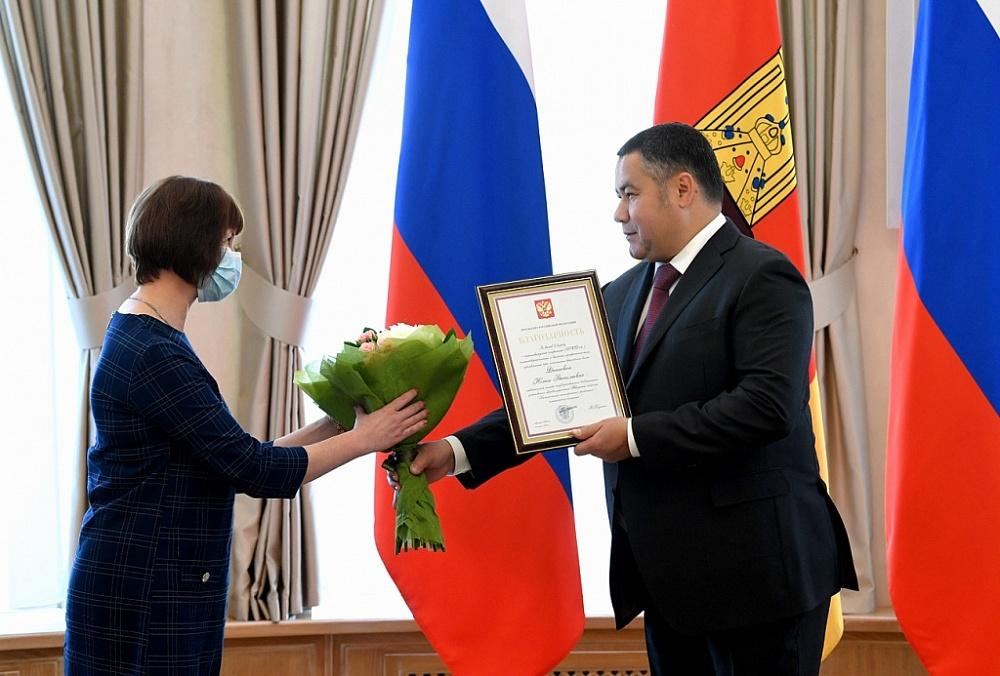 Губернатор Тверской области наградил двух медсестер из Конаковского района за борьбу с коронавирусом