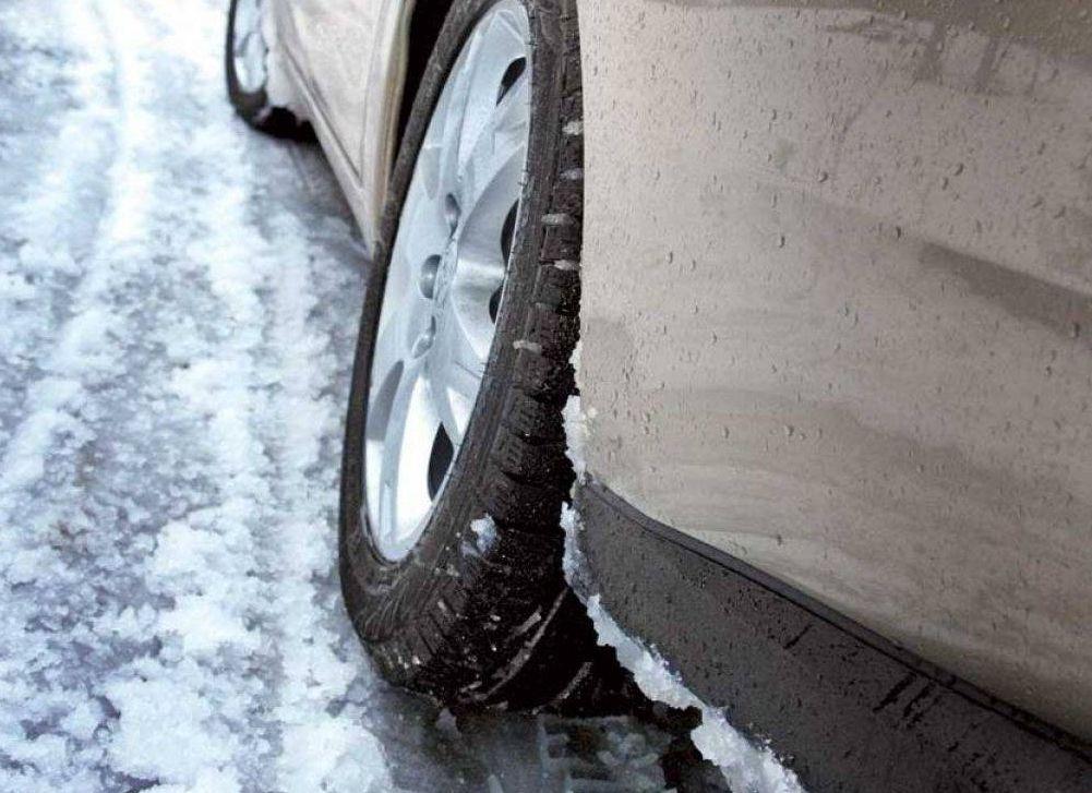 В Тверской области автоледи на «двенашке» опрокинулась в кювет