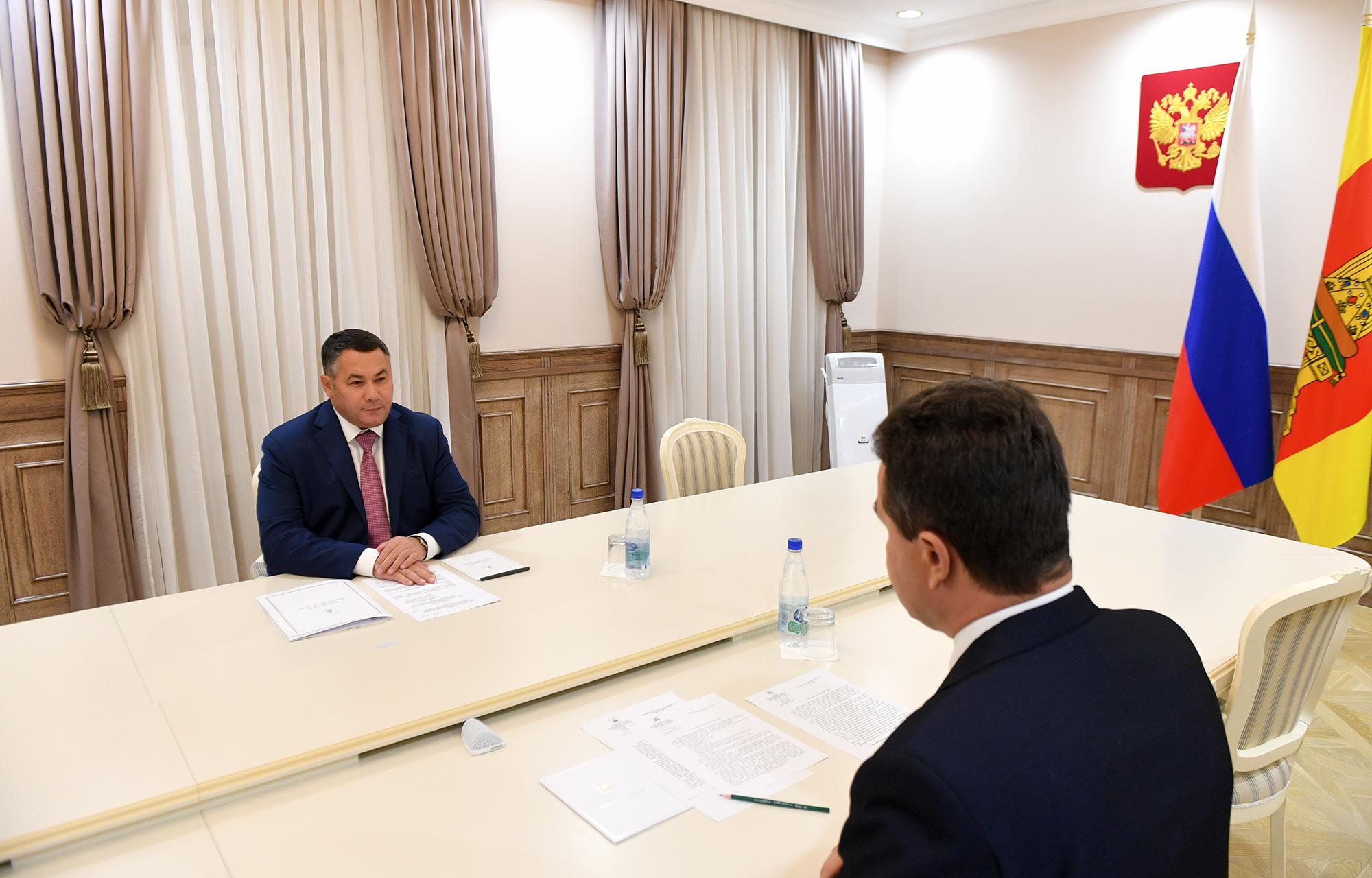 Игорь Руденя и глава Жарковского района обсудили отопительный сезон, развитие ЖКХ и ремонт образовательных учреждений