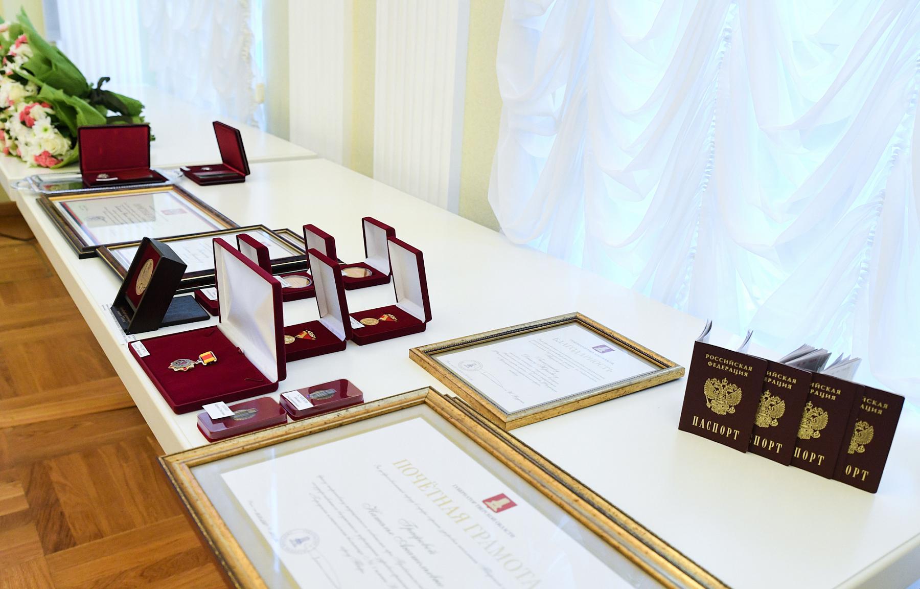 Губернатор вручил жителям Тверской области государственные и региональные награды