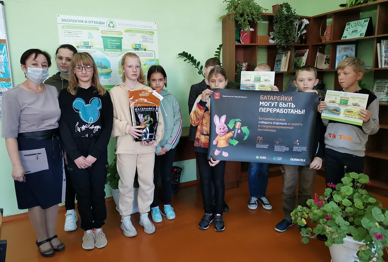 Второй год школы Тверской области собирают батарейки для утилизации