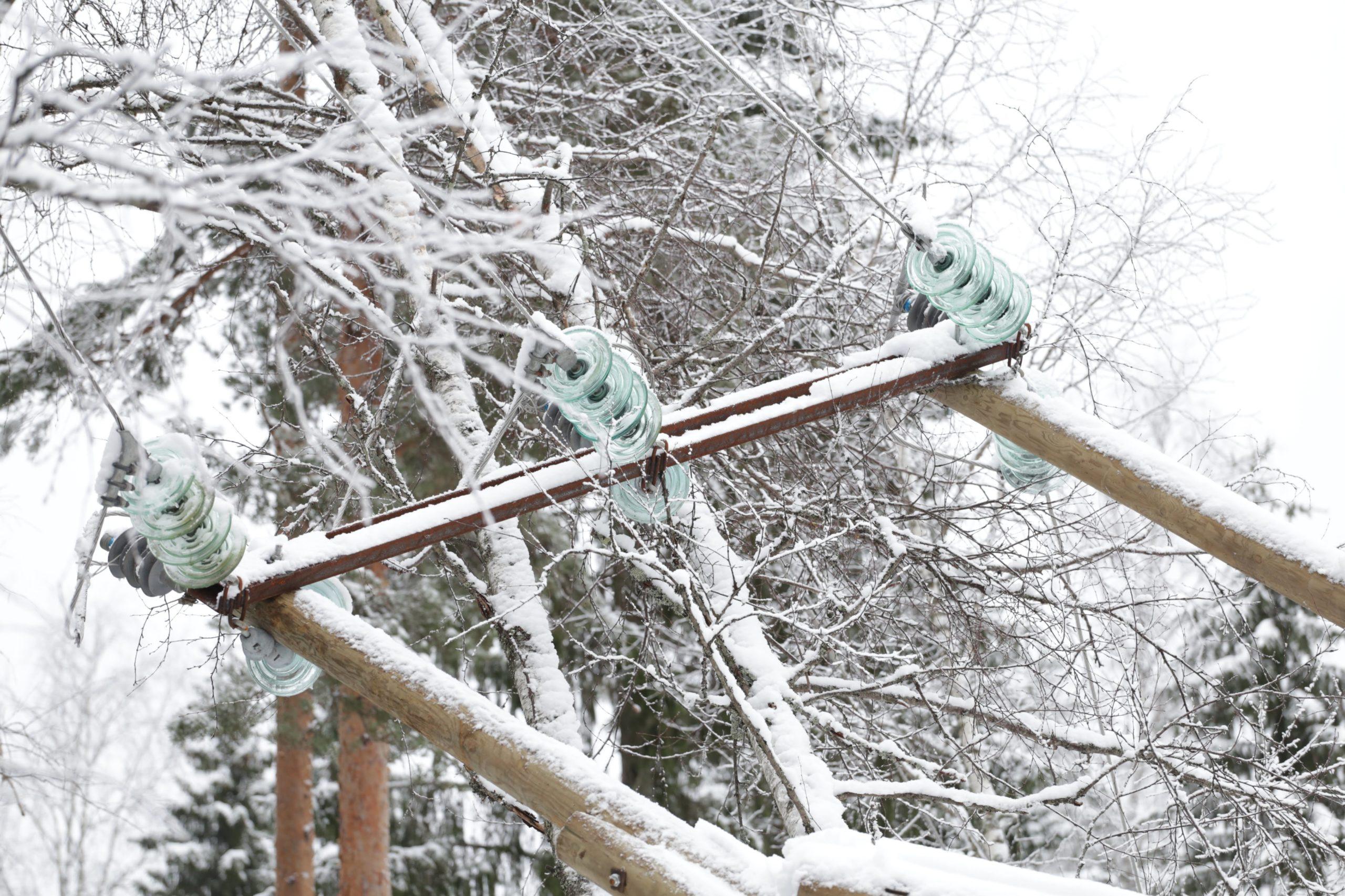В Тверской области восстанавливают энергоснабжение, прерванное снегопадом