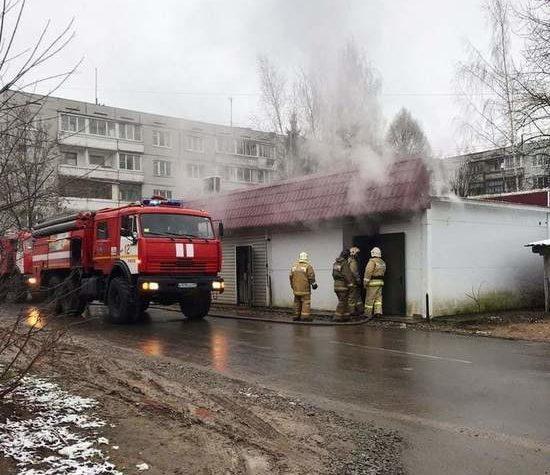 В Тверской области вспыхнул продуктовый павильон