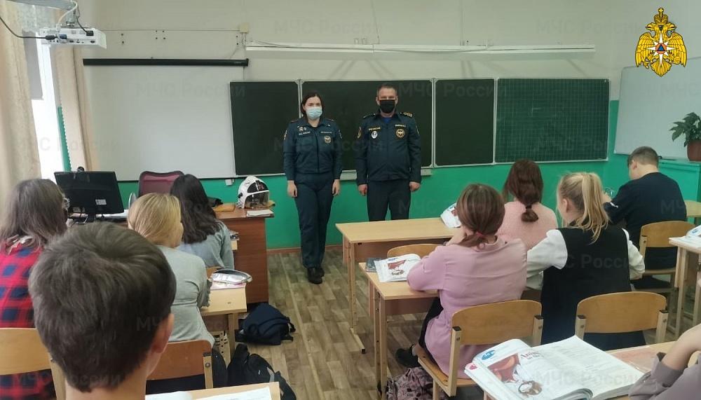 Урок ОБЖ для школьников в Тверской области провели сотрудники МЧС