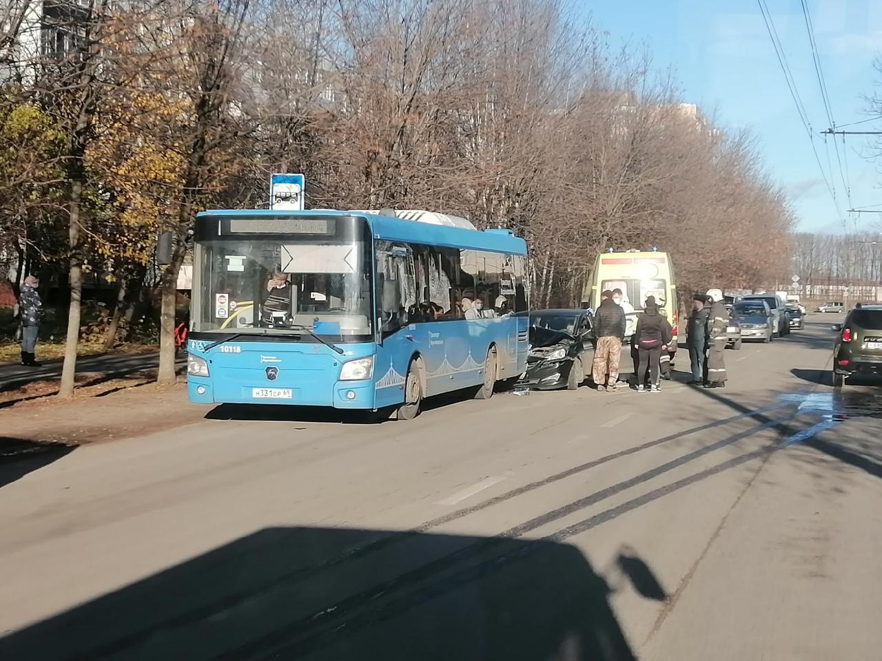 В Твери юная автоледи протаранила автобус с пассажирами