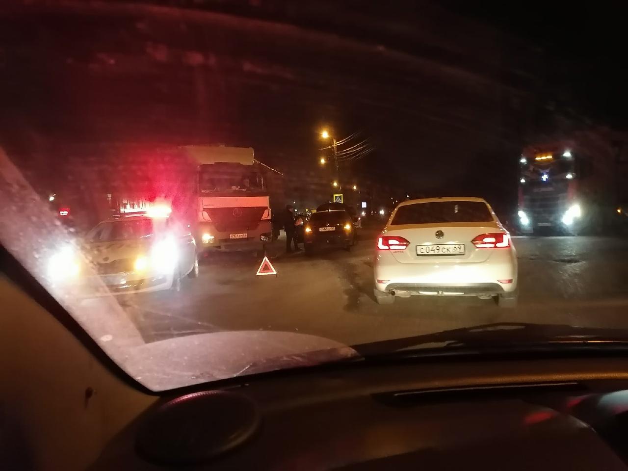 Из-за аварии на Старицком шоссе в Твери собирается пробка